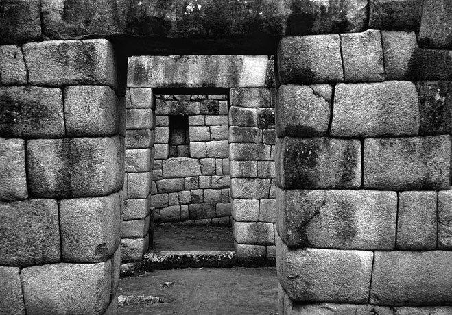 Text: 21 Visions of Machu Picchu - Fernando La Rosa